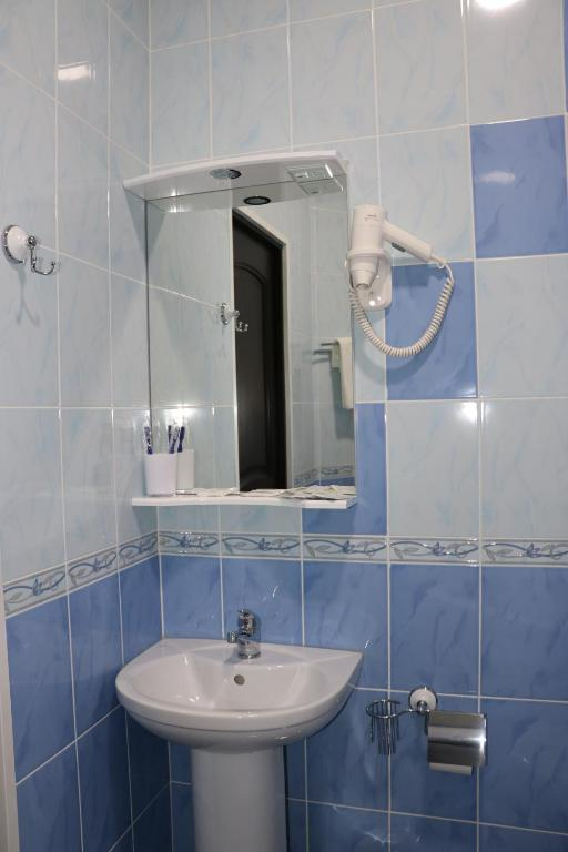 Двухместный номер с двуспальной кроватью и дополнительной кроватью: фотография номер 32