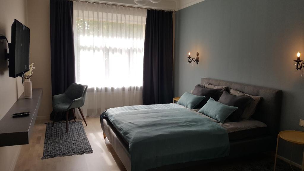 Gulta vai gultas numurā naktsmītnē Center Luxury Apartment
