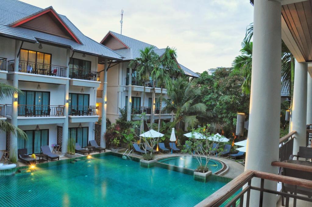 Swimmingpoolen hos eller tæt på Navatara Phuket Resort
