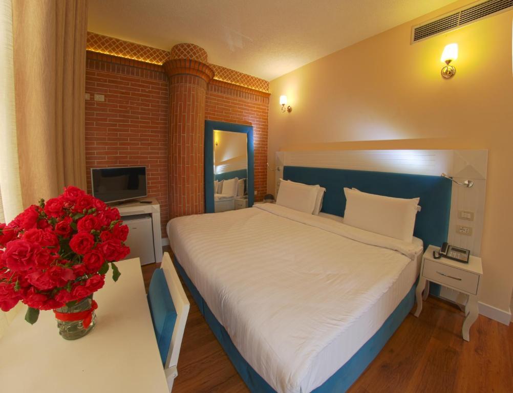 Letto o letti in una camera di The Red Bricks Hotel