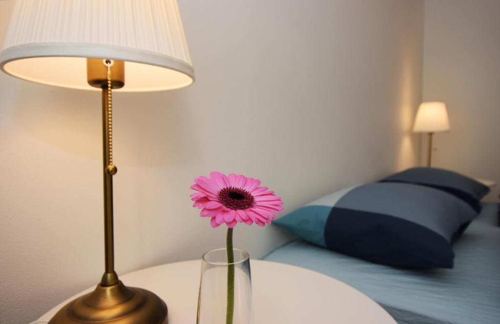 Cama ou camas em um quarto em Charming Apartment Near Beautiful Park