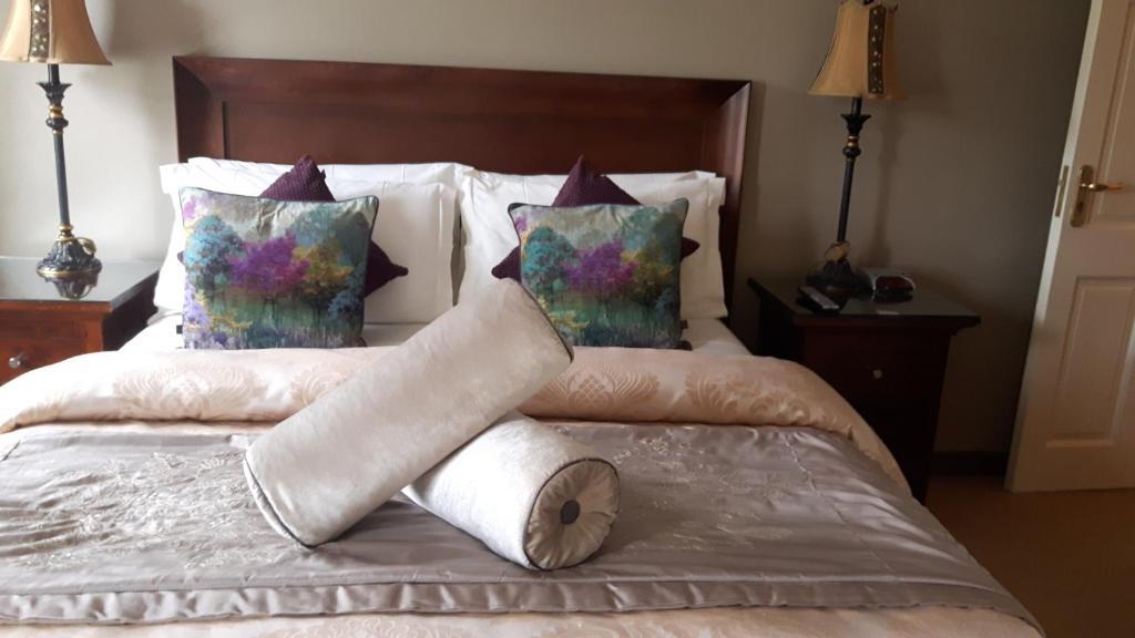 Una cama o camas en una habitación de Almara House