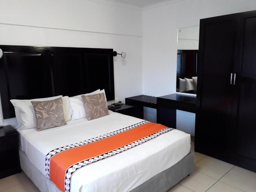 A bed or beds in a room at Suva Motor Inn