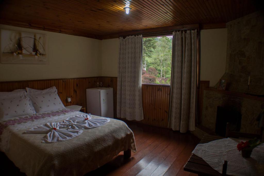 Cama ou camas em um quarto em Pousada da Carmem