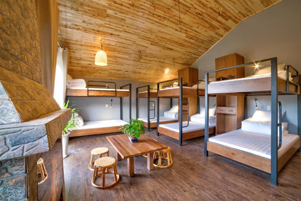 A bunk bed or bunk beds in a room at Lustig Hostel