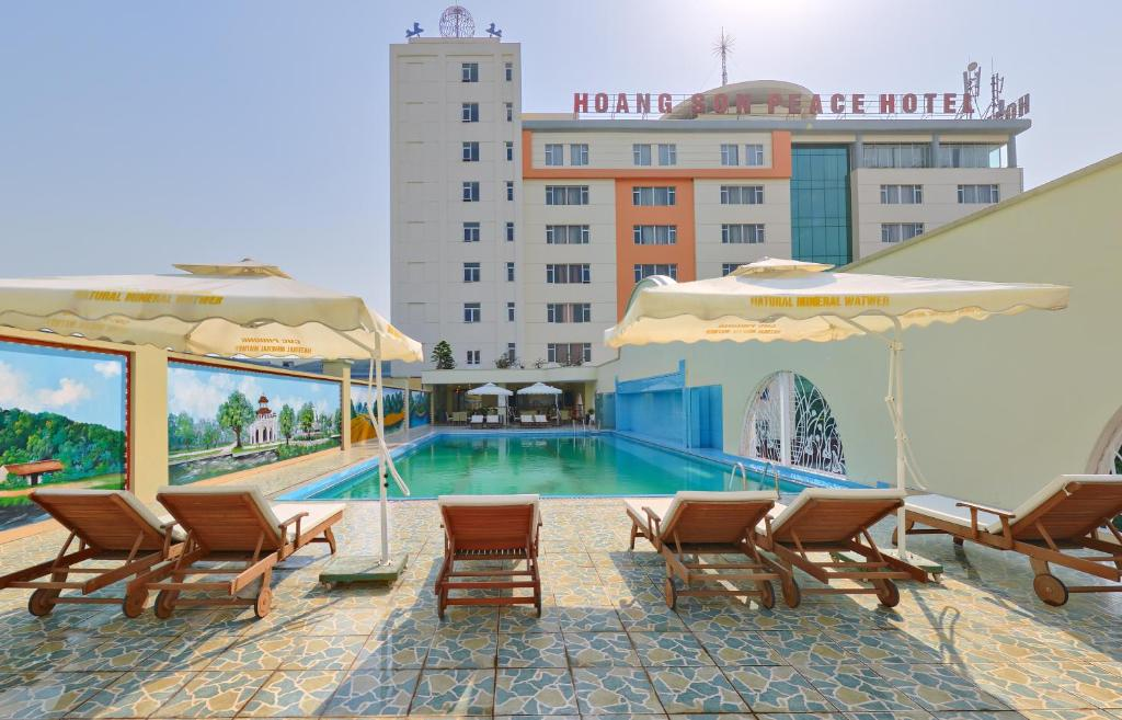 The swimming pool at or close to Hoang Son Peace Hotel