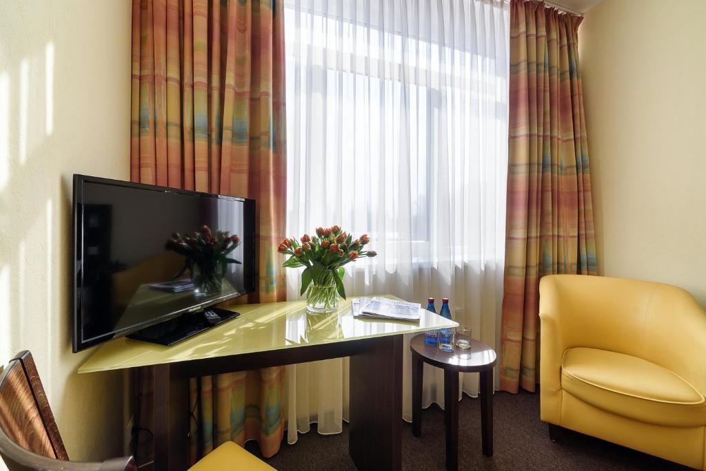 Телевизор и/или развлекательный центр в Отель Раушен