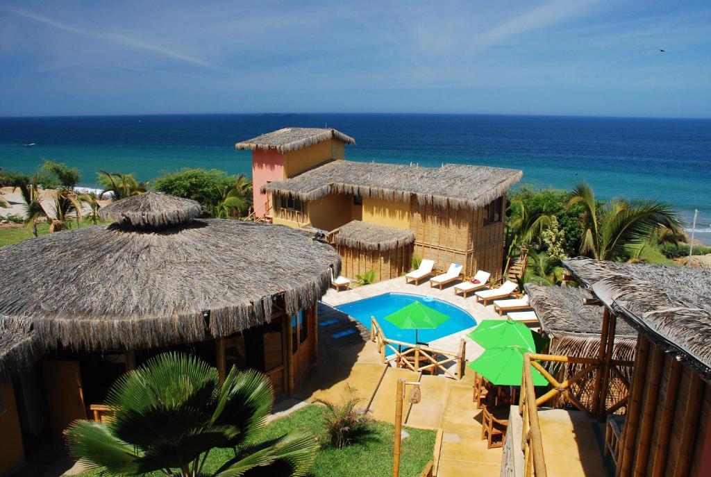 A view of the pool at El Mirador de Vichayito or nearby