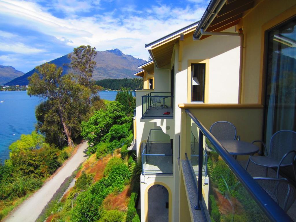 A balcony or terrace at Villa Del Lago