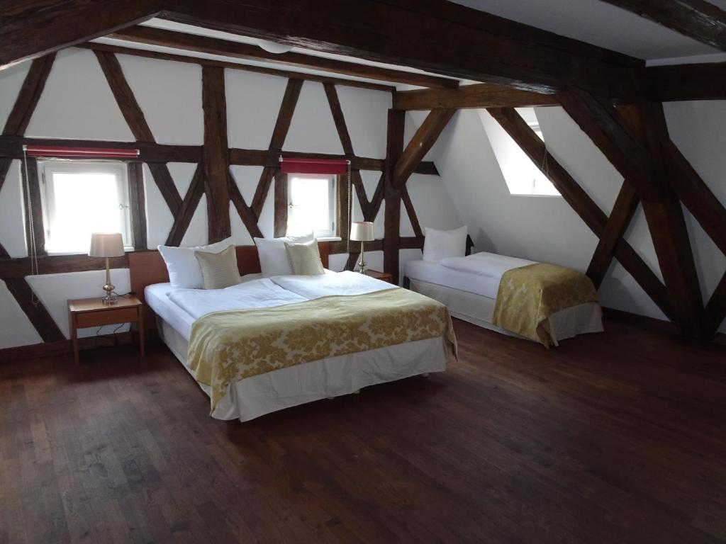 A bed or beds in a room at Altstadthotel Molitor