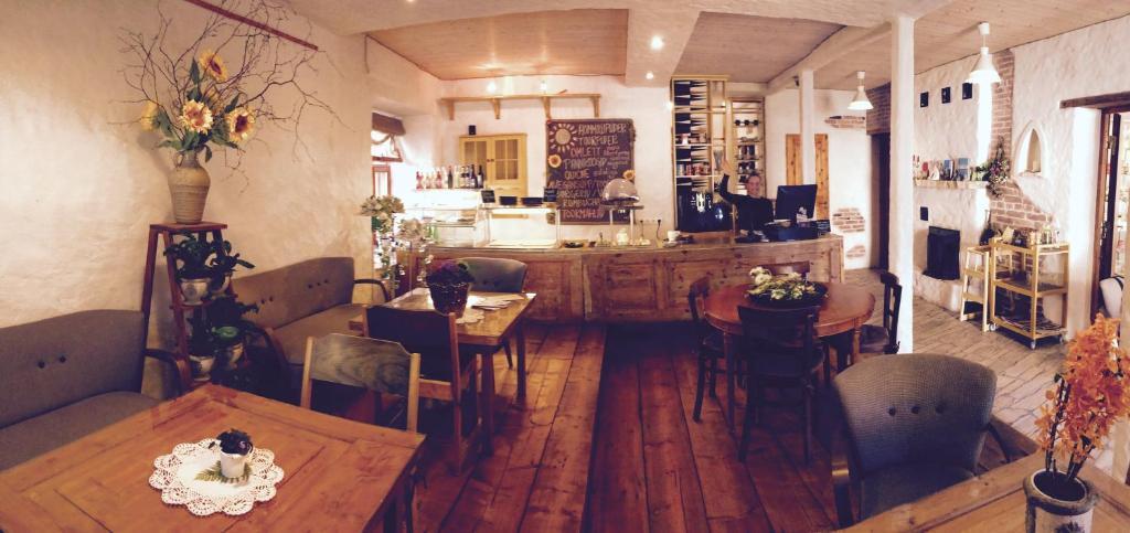 Restoran või mõni muu söögikoht majutusasutuses Beguta Guest House