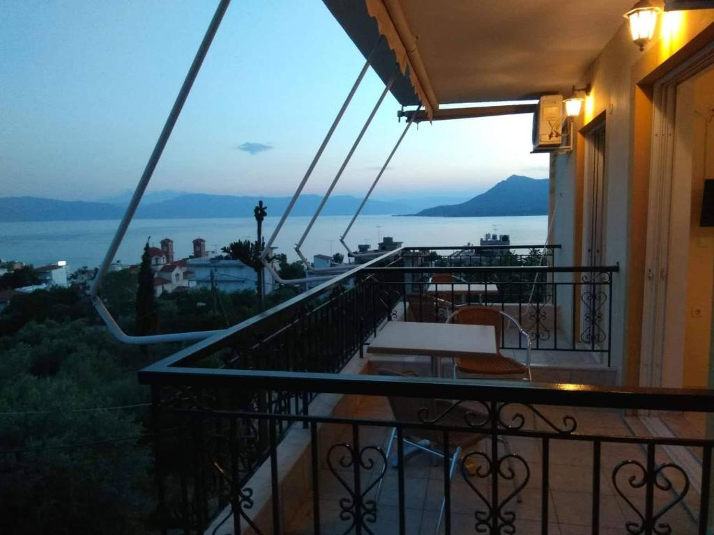 Balkon lub taras w obiekcie Panorama Eleni studios