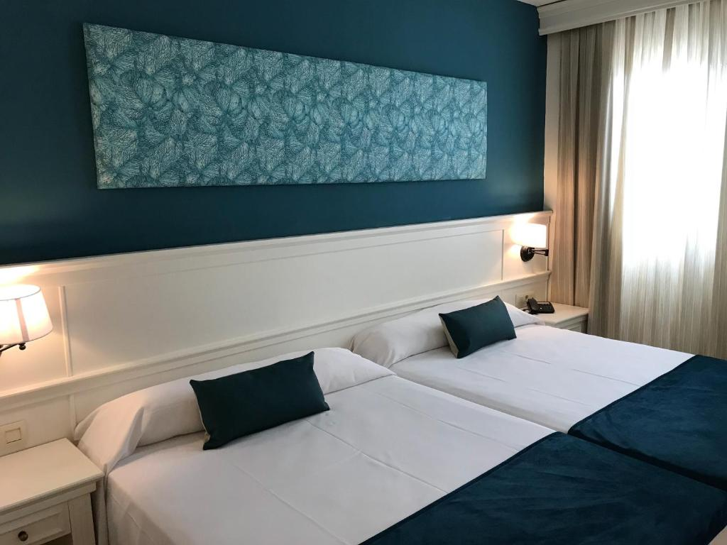A bed or beds in a room at Ohtels Cabogata