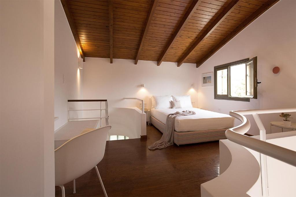 A bed or beds in a room at Villa Pefki