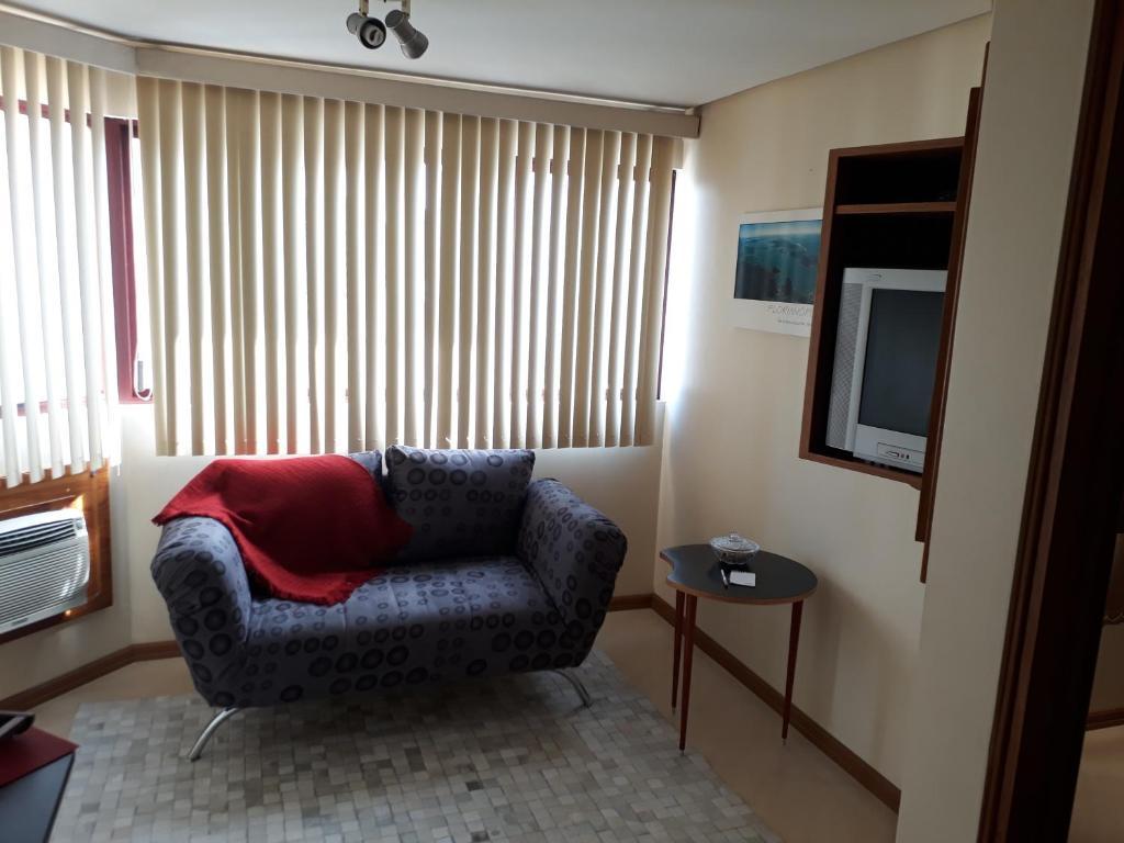 A seating area at Passeio e Negócios Centro
