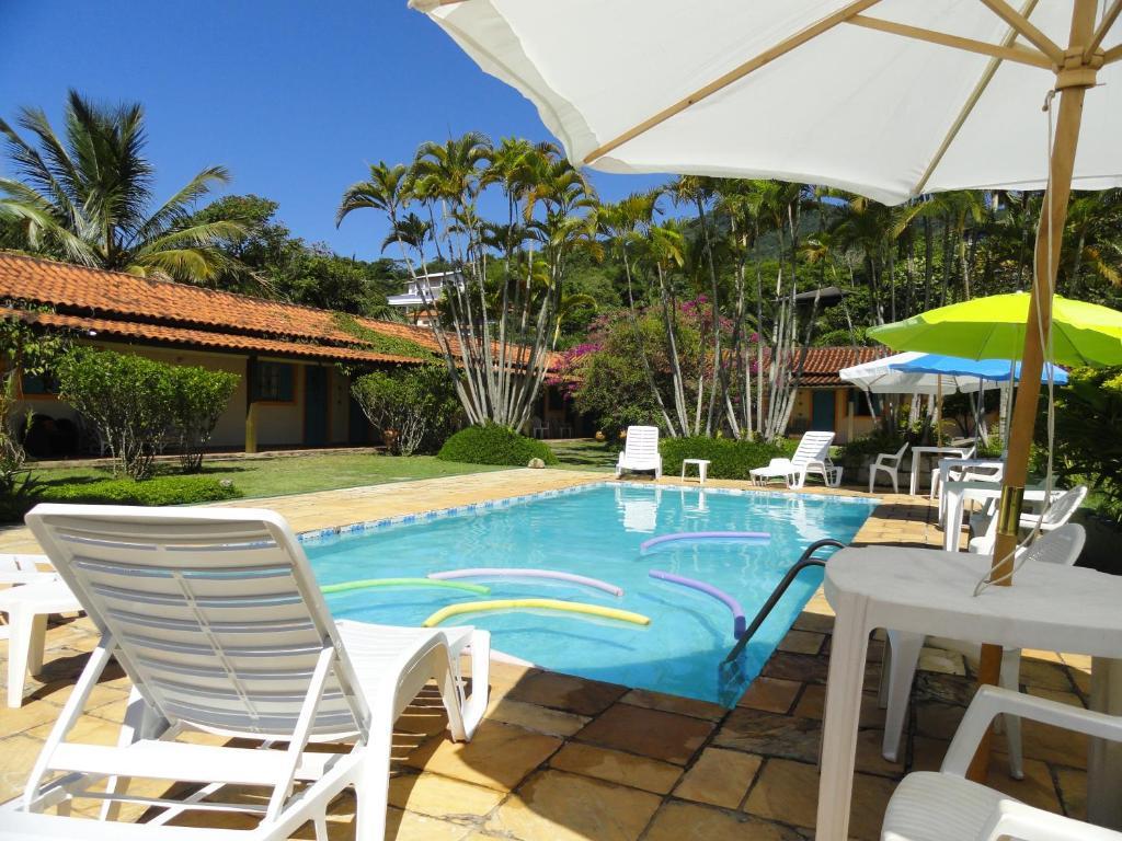 בריכת השחייה שנמצאת ב-Pousada Praia do Curral או באזור