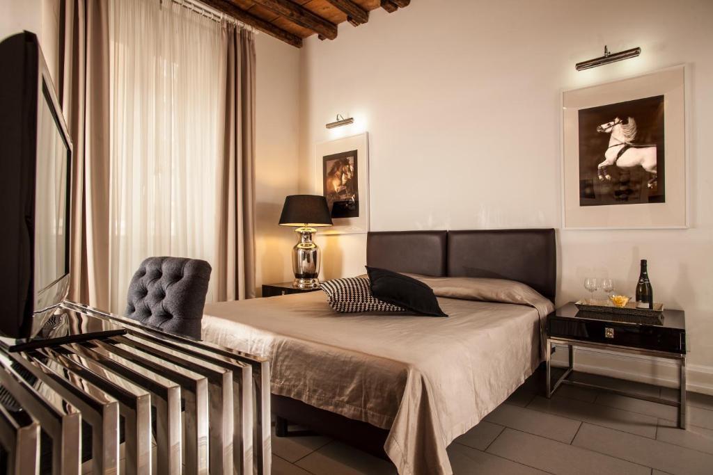 A bed or beds in a room at Relais Vatican View