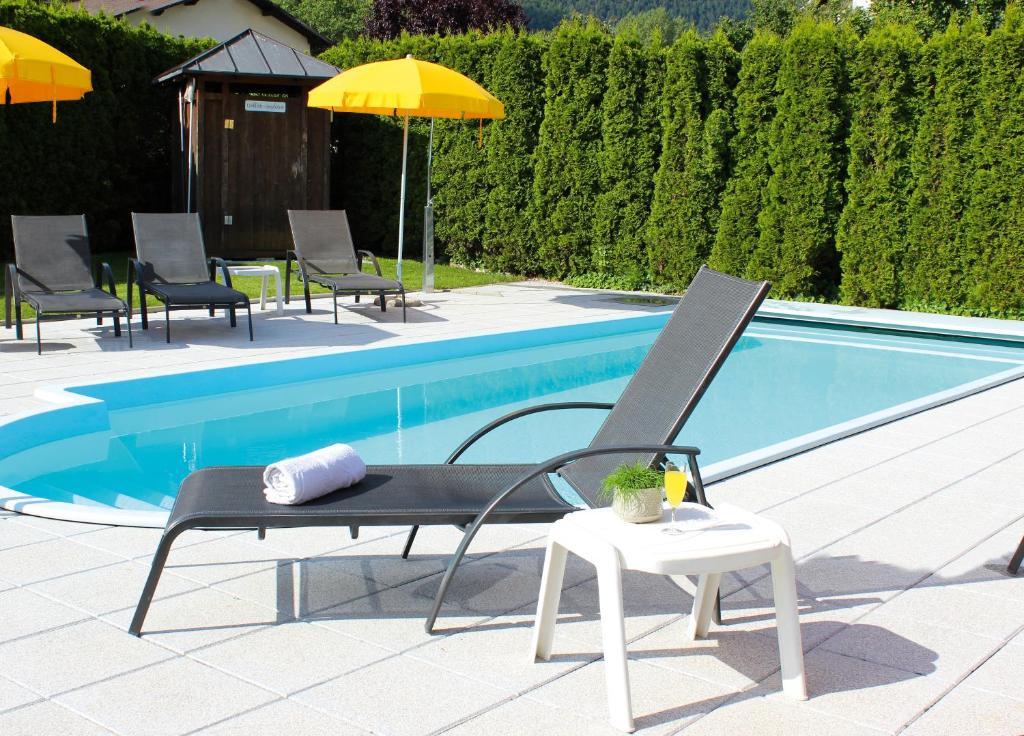 Der Swimmingpool an oder in der Nähe von Pension Sattlerenglhof