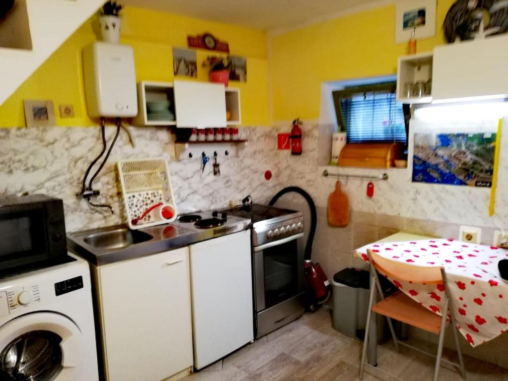 A kitchen or kitchenette at Fisherman's house Dolac