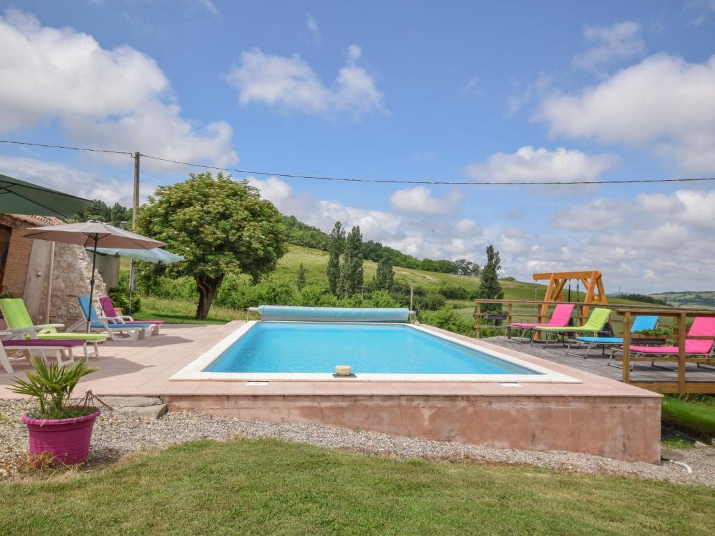 Piscine de l'établissement Spacious holiday home in Castelmoron-sur-Lot with Garden ou située à proximité