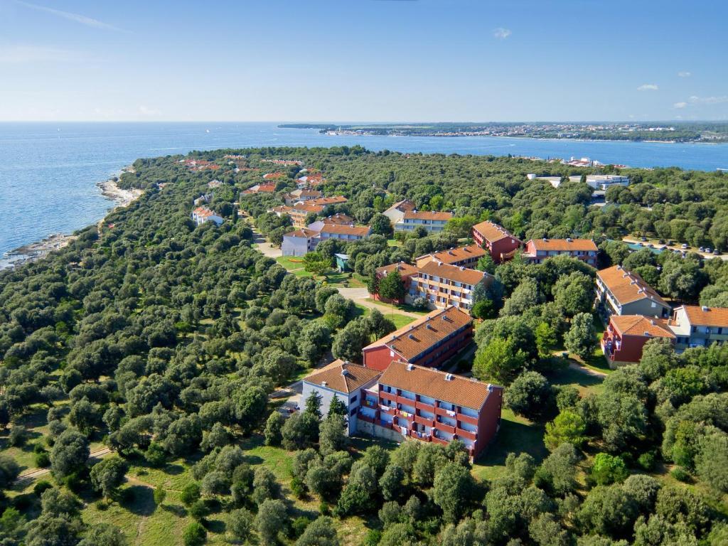 Uma vista aérea de Lanterna Sunny Resort by Valamar
