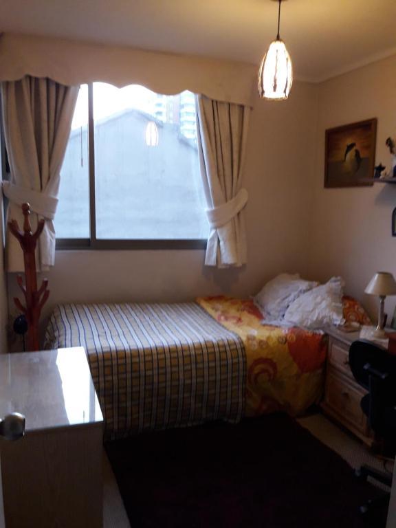 Cama o camas de una habitación en Pieza Lyon Ñuñoa