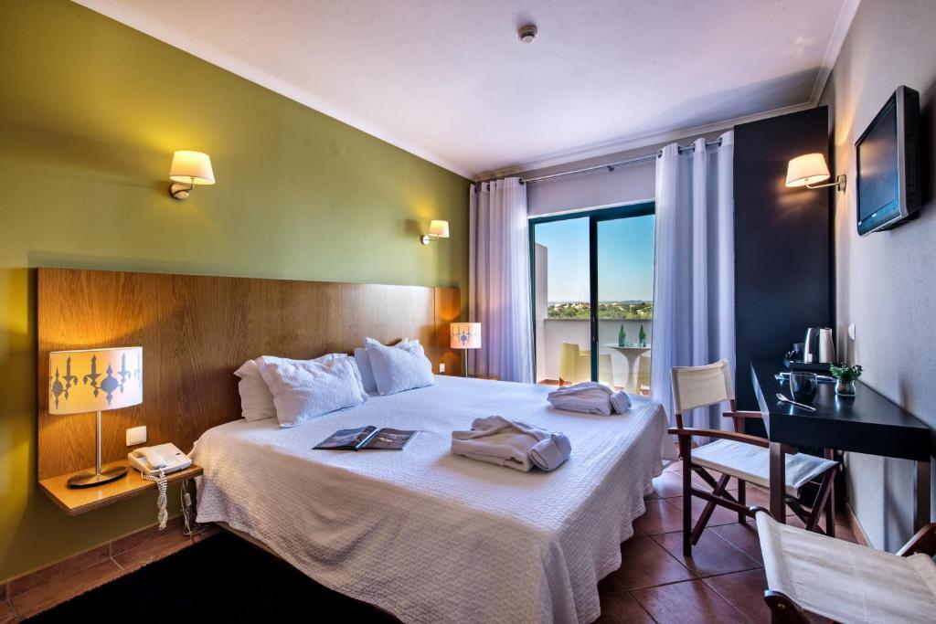 Vale d'El Rei Suite & Villas Hotel