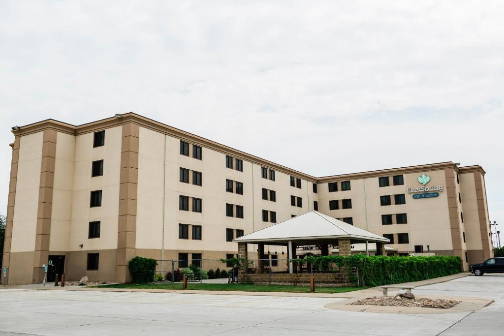 EverSpring Inn & Suites Bismarck.