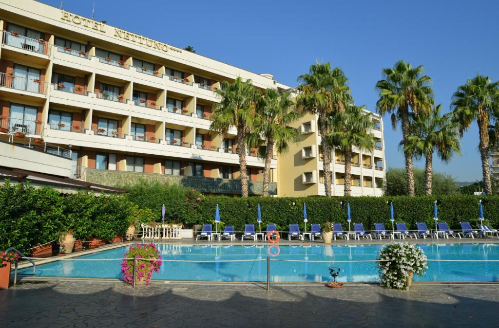 Piscina di Hotel Nettuno o nelle vicinanze