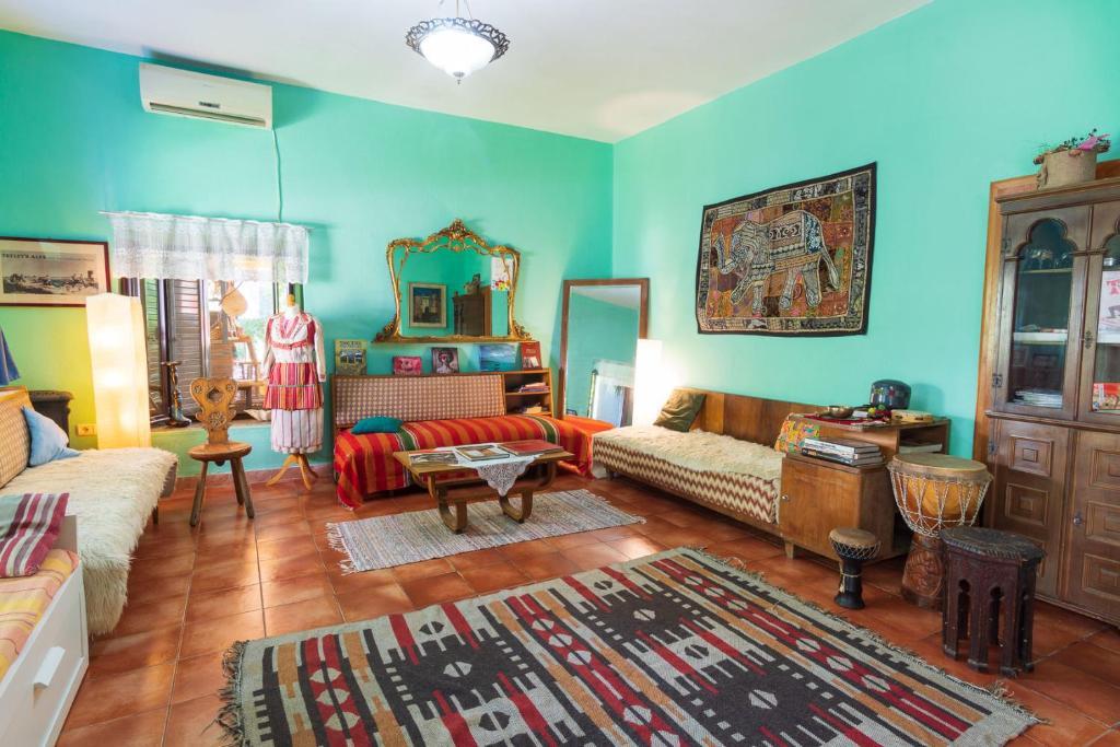 A seating area at Mi Casa es Tu Casa - Shkodra Backpackers Hostel