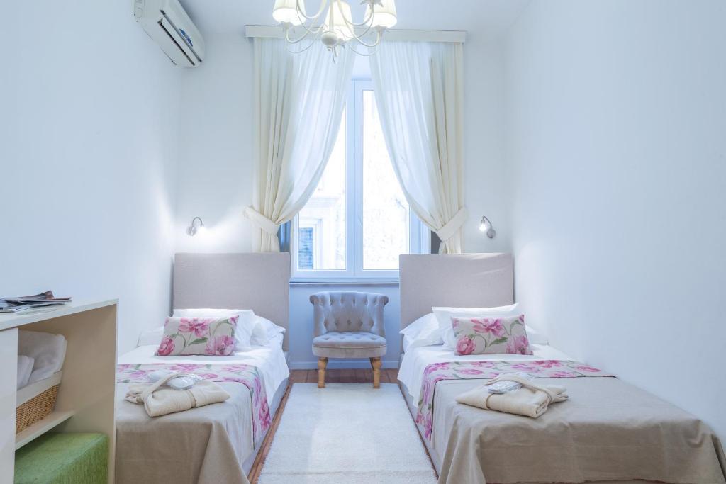 Un ou plusieurs lits dans un hébergement de l'établissement Guest House Flores