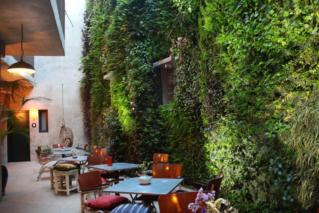 Un restaurante o sitio para comer en Kook Hotel Tarifa
