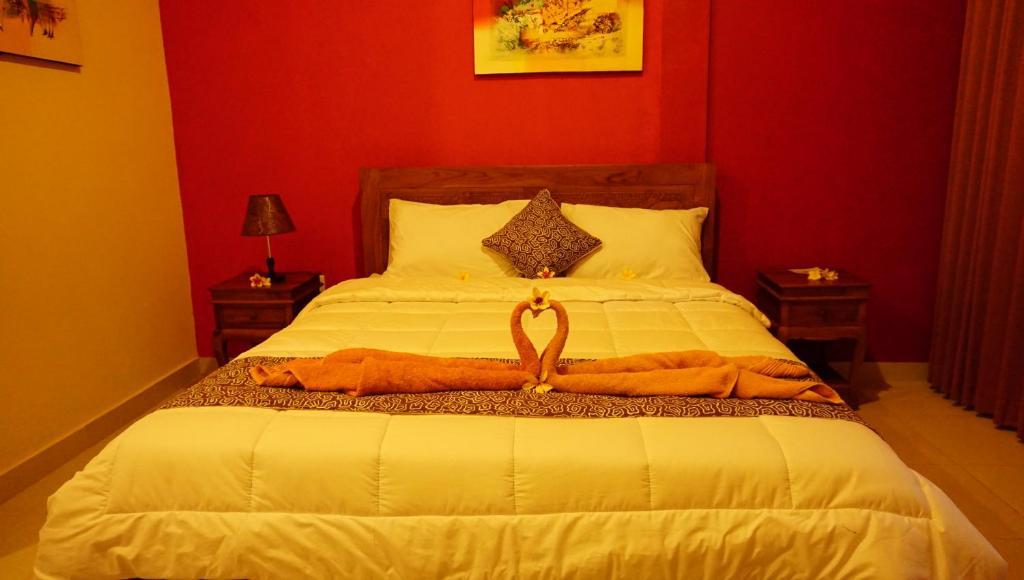 Tempat tidur dalam kamar di nyuh gading accomodation ubud