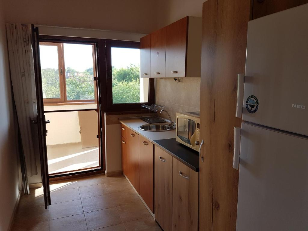 A kitchen or kitchenette at Holiday House Krapets