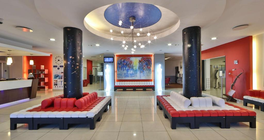 The lobby or reception area at Best Western Plus Hotel Galileo Padova