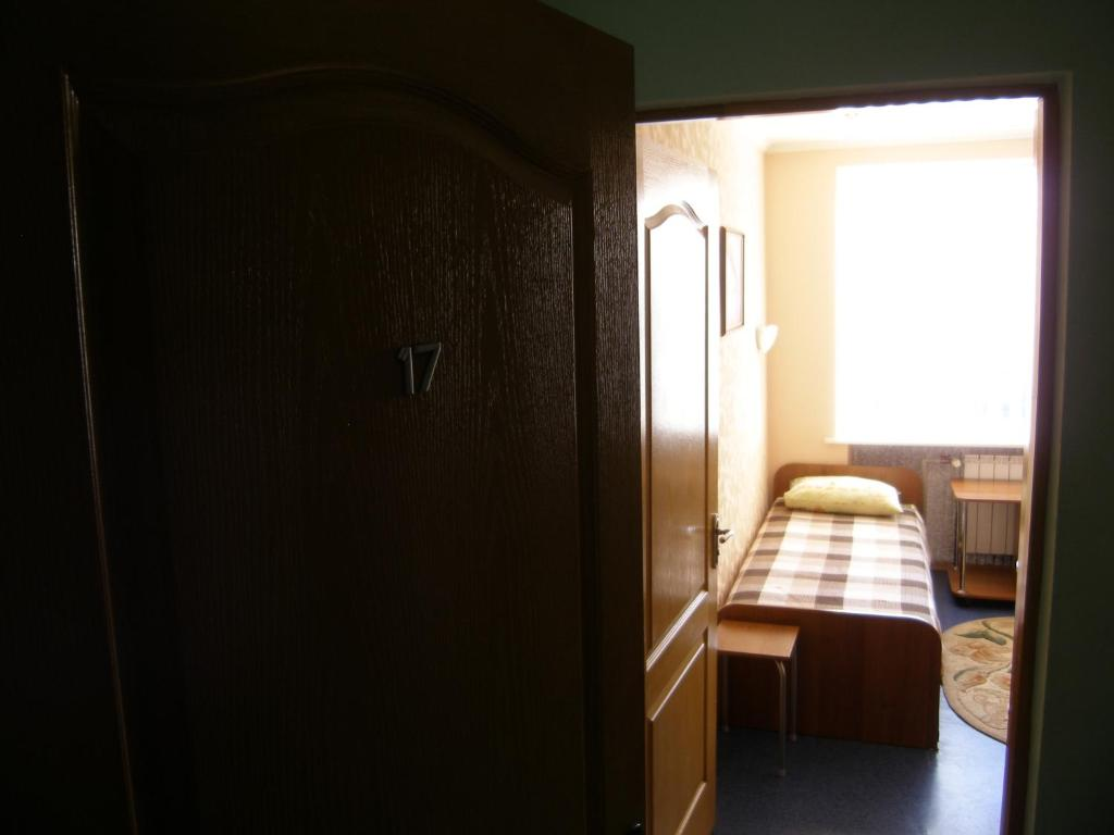 """Кровать или кровати в номере Гостиница """"Каховские зори"""""""