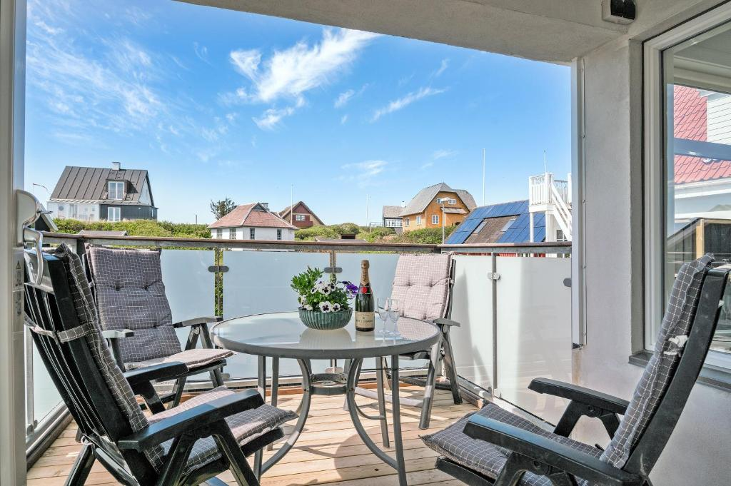 A balcony or terrace at Løkken Bright Apartment (Sommerlyst)