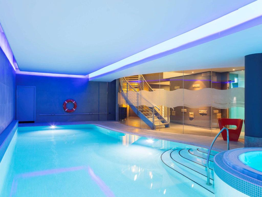 The swimming pool at or close to Novotel Edinburgh Centre