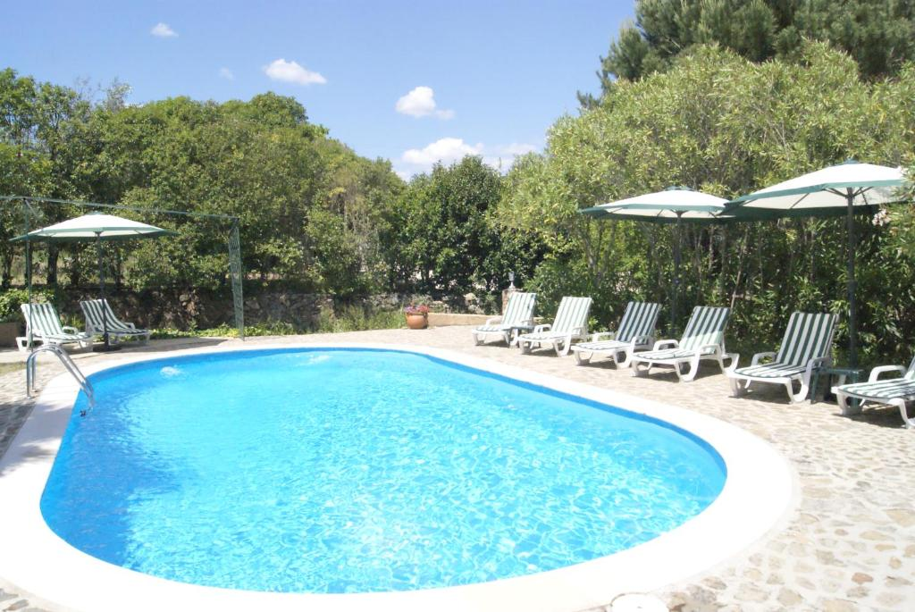 The swimming pool at or near Casa do Vale