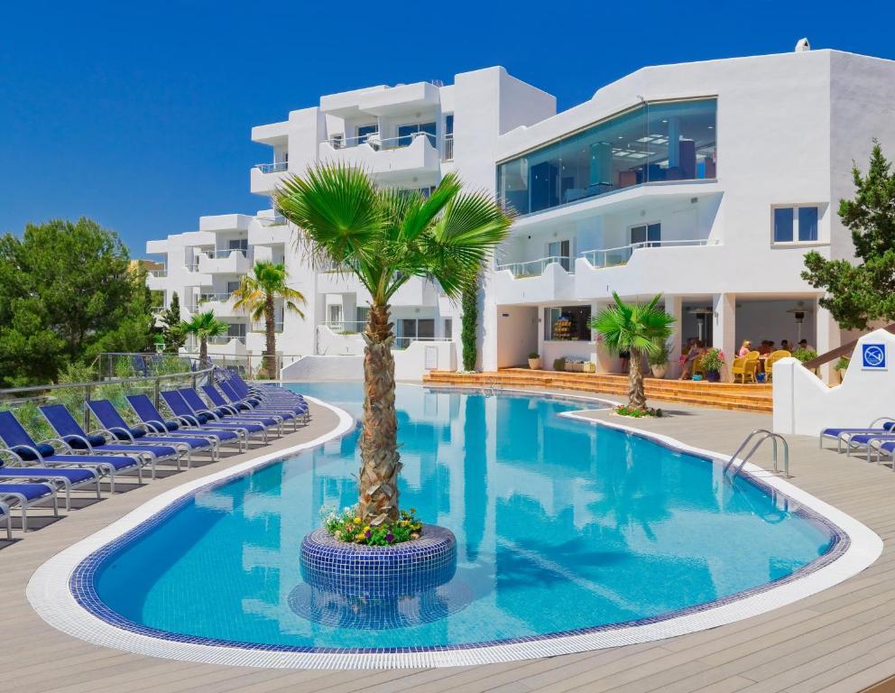 Het zwembad bij of vlak bij Apartamentos Ferrera Beach