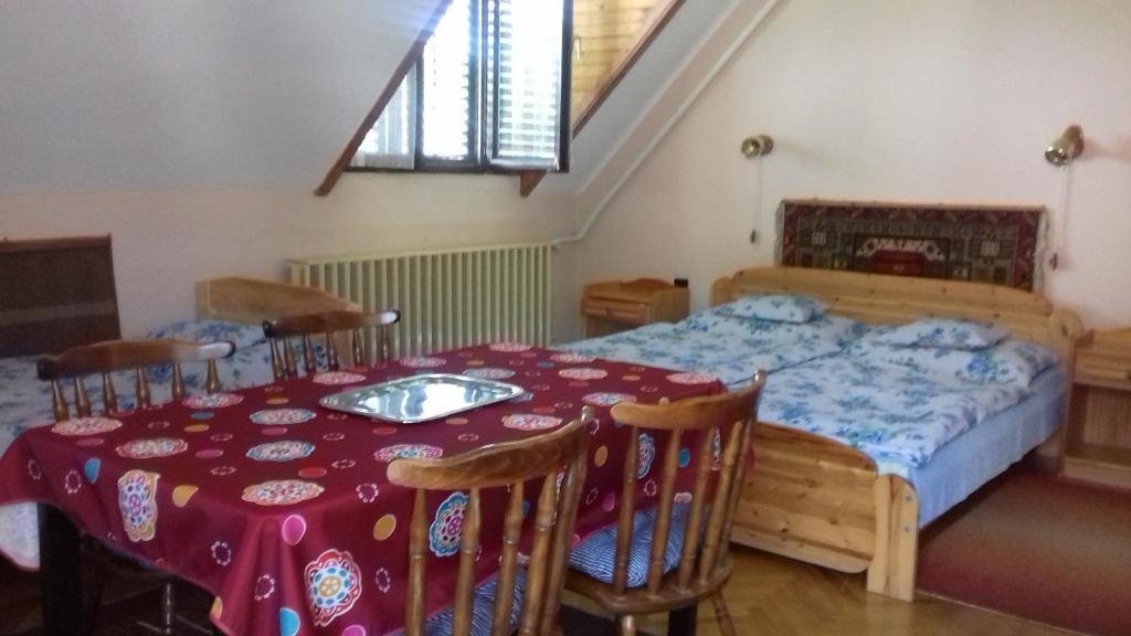 A bed or beds in a room at Margaréta Vendégház