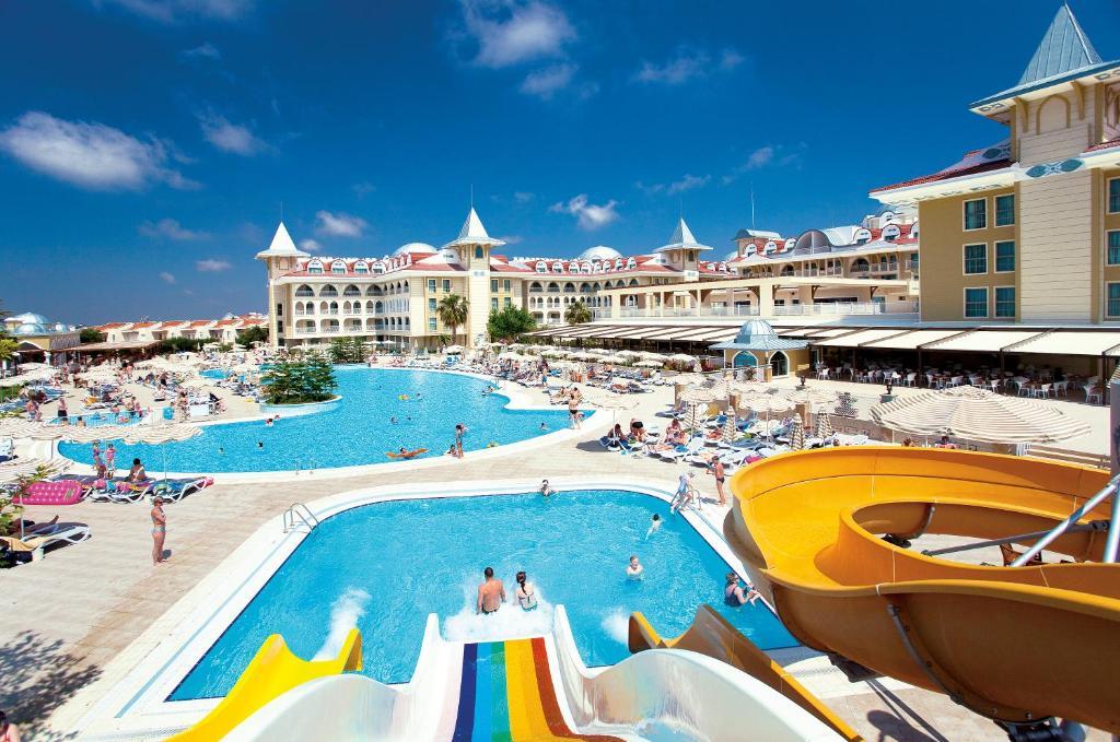 Uitzicht op het zwembad bij Side Star Resort - All Inclusive of in de buurt