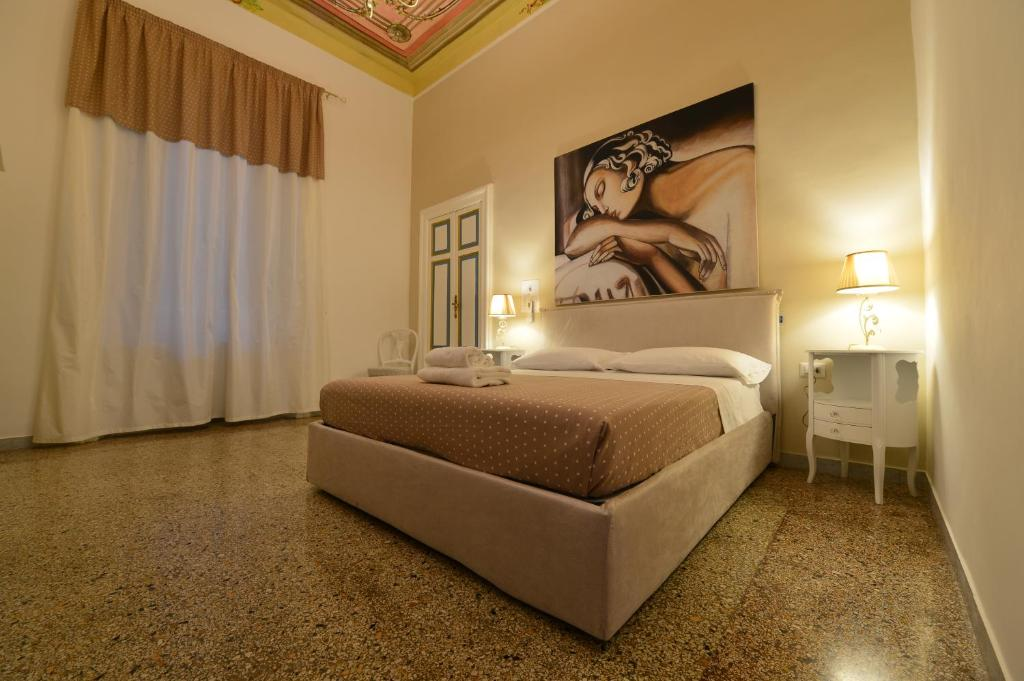 A bed or beds in a room at Conte di Cavour
