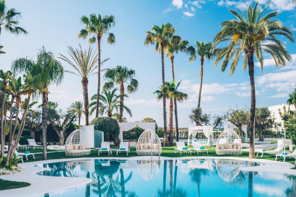 Het zwembad bij of vlak bij Iberostar Selection Marbella Coral Beach