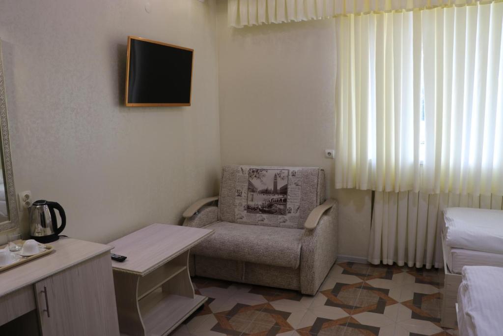 Двухместный номер с 2 отдельными кроватями и дополнительной кроватью: фотография номер 5