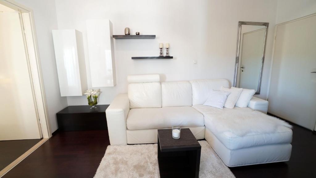Luxury Accommodation D&B