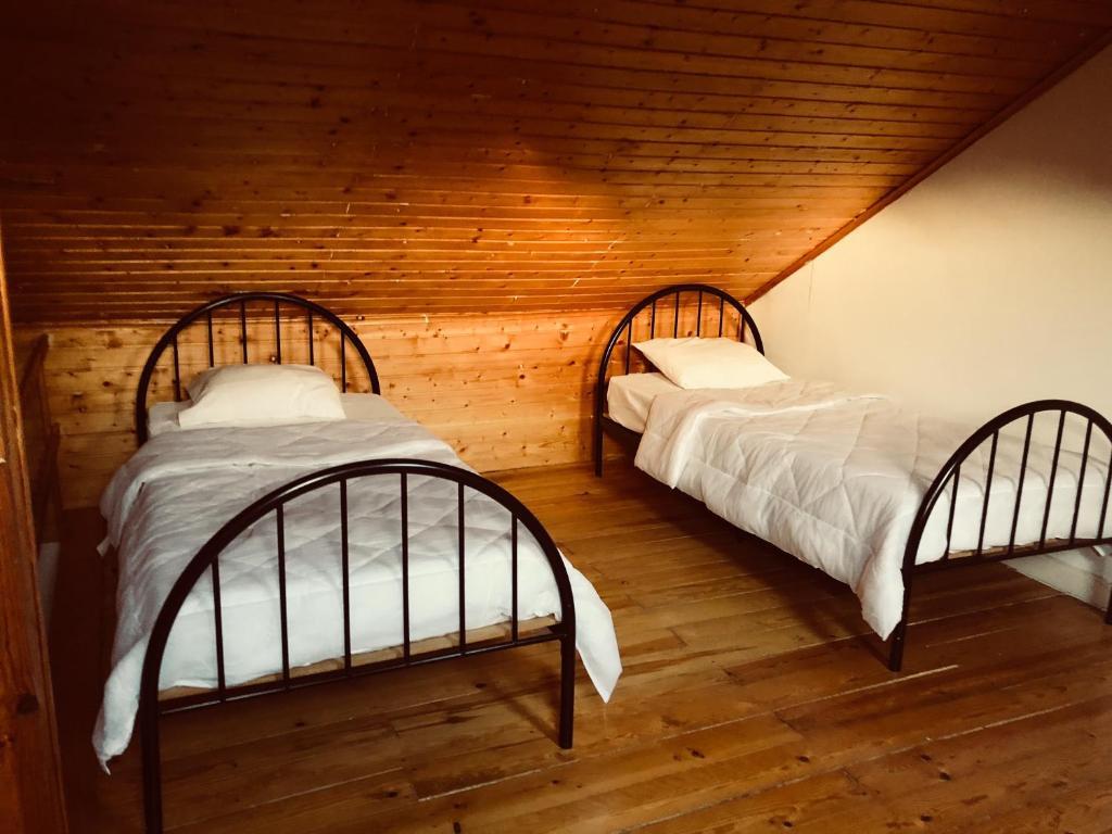 Cama ou camas em um quarto em Aristheu hostel