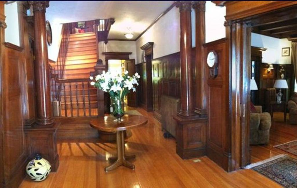 The lobby or reception area at The Columns Bed & Breakfast