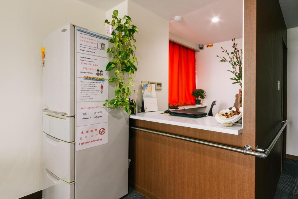 A kitchen or kitchenette at Guest House Chiharu