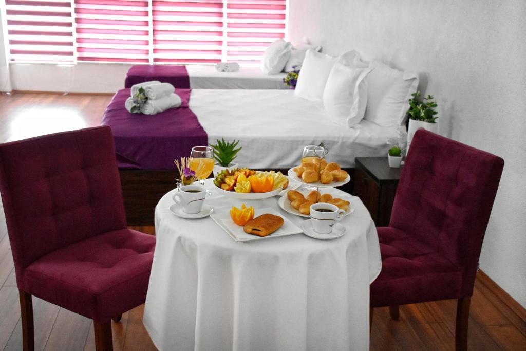 Hotel and winery LOZAR tesisinde bir odada yatak veya yataklar